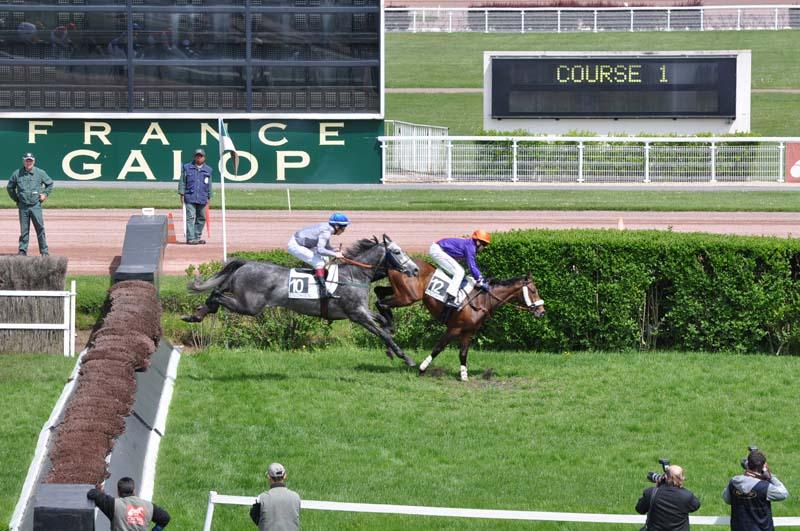 10 La Haie des Tribunes 1e course.jpg